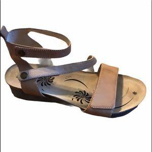 Abeo Bio System Sandals Size 8 Tan EUC